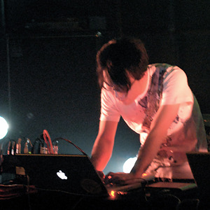 Yuki Aidaが選ぶ「集中力を高めたい時に聴くドローン8枚」